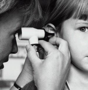 التهاب آذان الأطفال بالصور